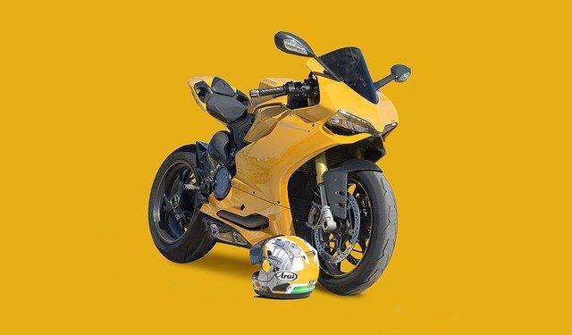 Jazda na motorke alebo bez kvalitnej prilby ani na krok!