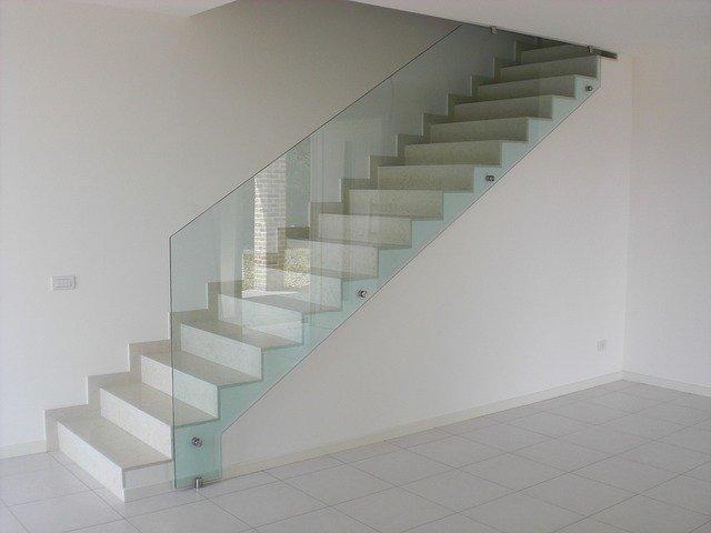 Sklenené interiérové prvky alebo veľmi efektívna voľba